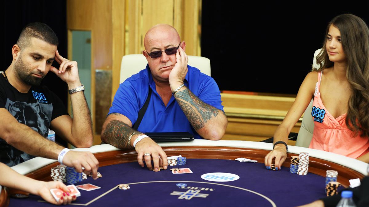 Онлайновые покерные игры на деньги или турниры – что лучше?